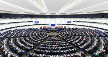 Commission welcomes agreement on stricter rules on European political party funding