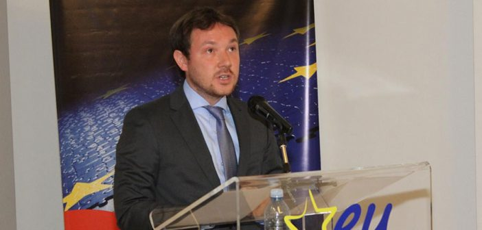 Бизел: ЕУ помаже процесе инклузије у Србији