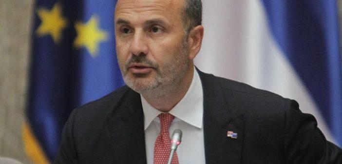 Фабрици: Војска Косова* треба да буде у складу са Уставом