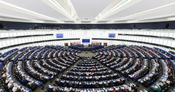 Komisija pozdravila sporazum o strožim pravilima o finansiranju evropskih političkih stranaka