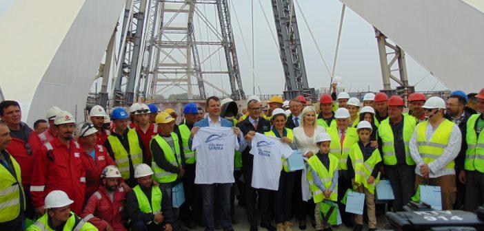 Lukovi Žeželjevog mosta, nakon 18 godina, spojili bačku i sremsku stranu