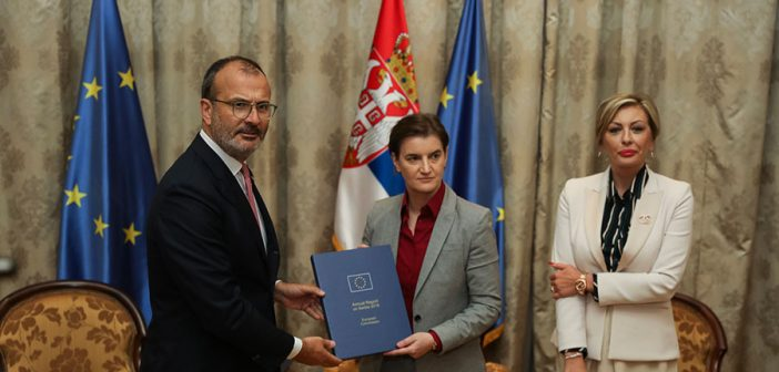Амбасадор Сем Фабрици предао Годишњи извештај премијерки Ани Брнабић