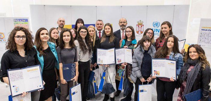 """Pobednicima likovnog konkursa """"Moja evropska zajednica"""" uručene nagrade"""