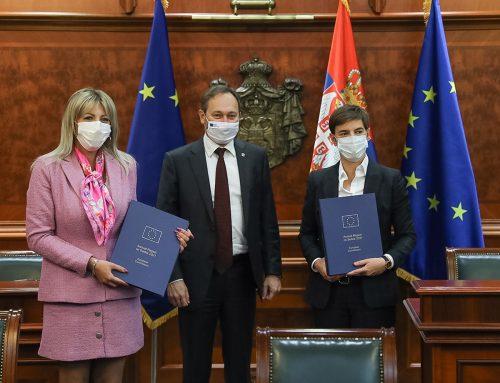 Ambasador Žiofre uručio je izveštaj Evropske komisije o napretku Srbije ka EU